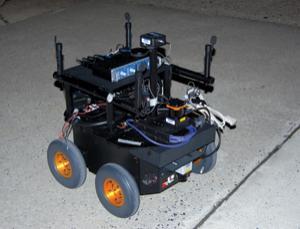 Gerektiğinde saklanabilen casus robot